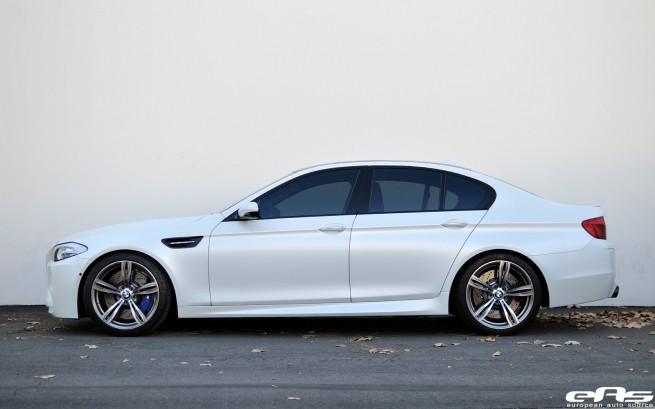 8372042048 e20bab10ba Frozen White BMW F10 M5 Akrapovic Evolution Exhaust 21 655x409