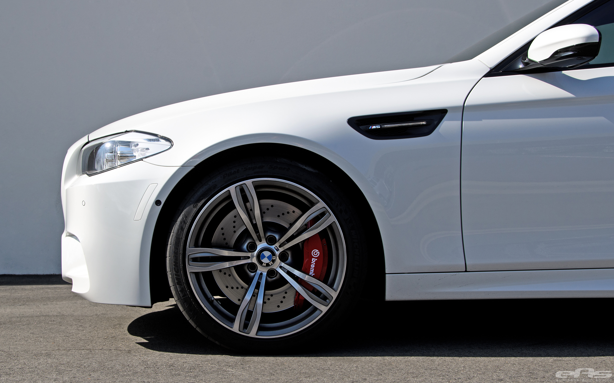Alpine White BMW F10 M5 With Brembo Brakes 2