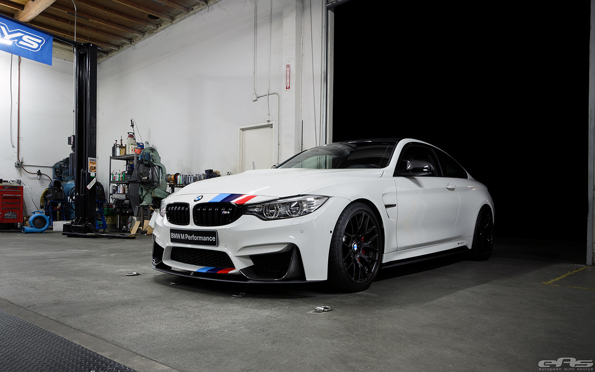alpine white f82 m4 featured at bmw sema booth. Black Bedroom Furniture Sets. Home Design Ideas