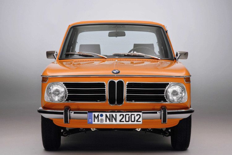 BMW 2002 Front View 750x500