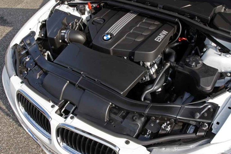 BMW 320d EfficientDynamics 2010 Engine Picture 750x500
