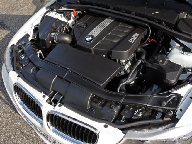 BMW 320d EfficientDynamics 2010 Engine Picture1 655x491