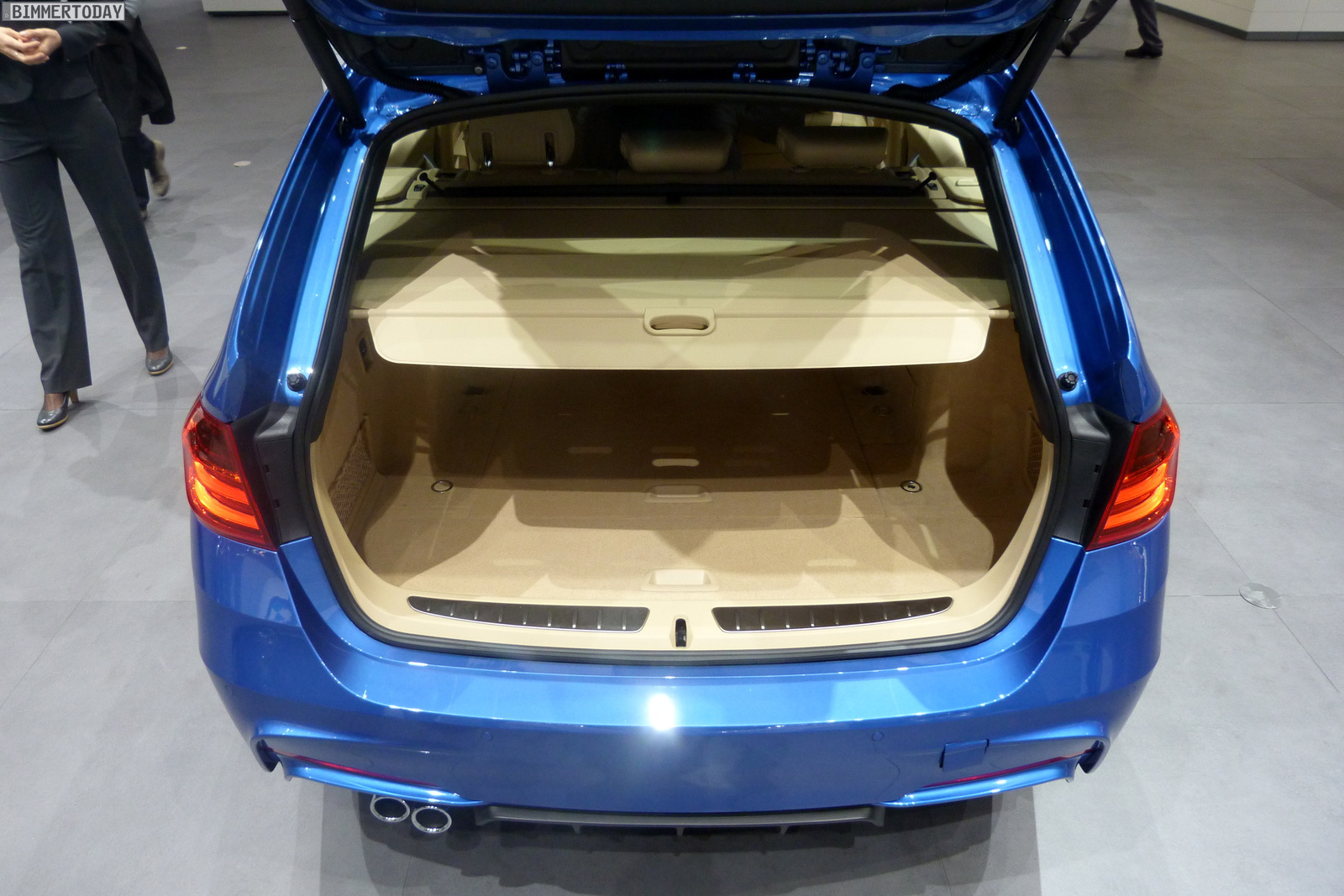 BMW 3er Touring F31 330d M Performance Autosalon Genf 2013 LIVE 24