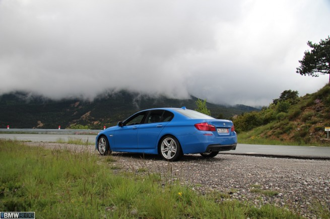 BMW 535i Santorini Blue 17 655x436