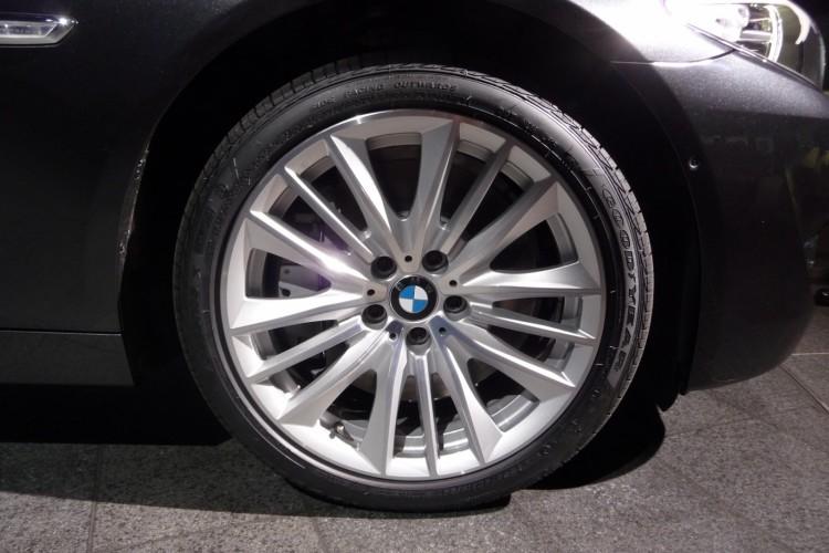 BMW 550i F10 08 750x500