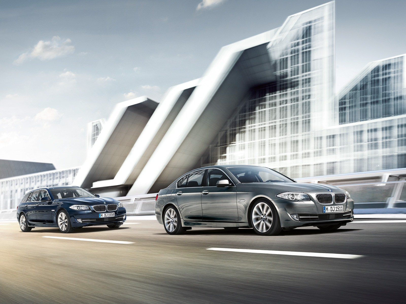 Wallpapers: F11 5 Series Touring next to the F10 5er Sedan