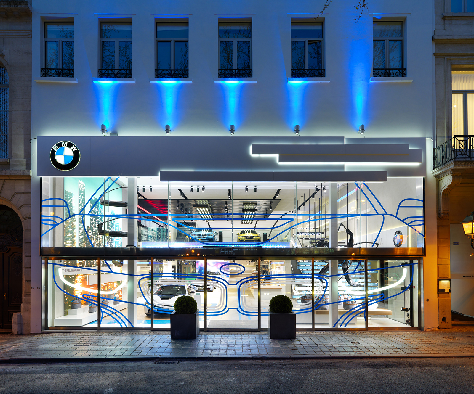 bmw brand store in brussels earns iconic award 2014. Black Bedroom Furniture Sets. Home Design Ideas
