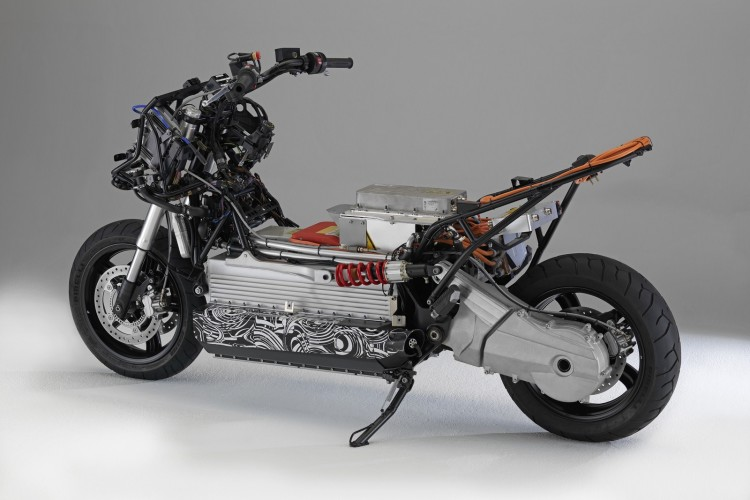 BMW E Scooter 01 750x500