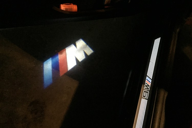 BMW LED Projektor Tuer Projektion M Logo Zubehoer LED Door Projector 01 2 750x500
