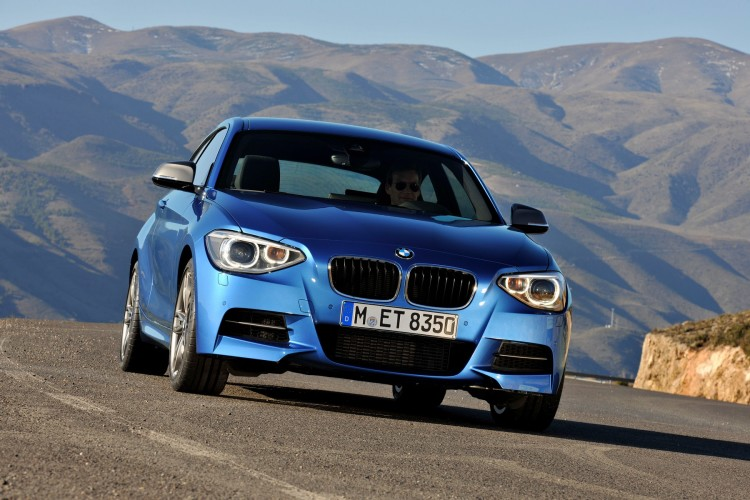 BMW M135i photos 191 750x500