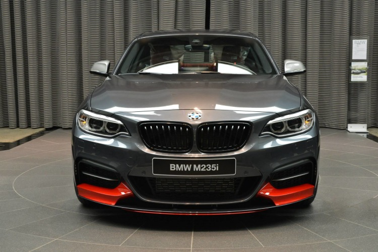 BMW M235i F22 M Performance Zubehoer Tuning Mineralgrau Rot 02 750x500
