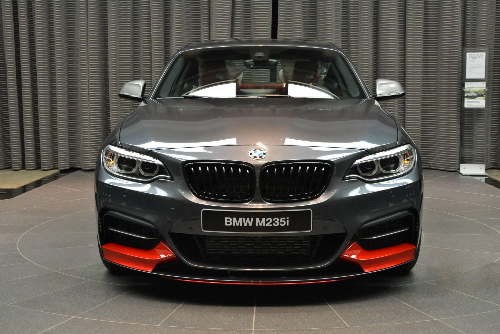BMW M235i F22 M Performance Zubehoer Tuning Mineralgrau Rot 02