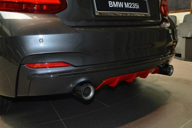BMW M235i F22 M Performance Zubehoer Tuning Mineralgrau Rot 08 750x500