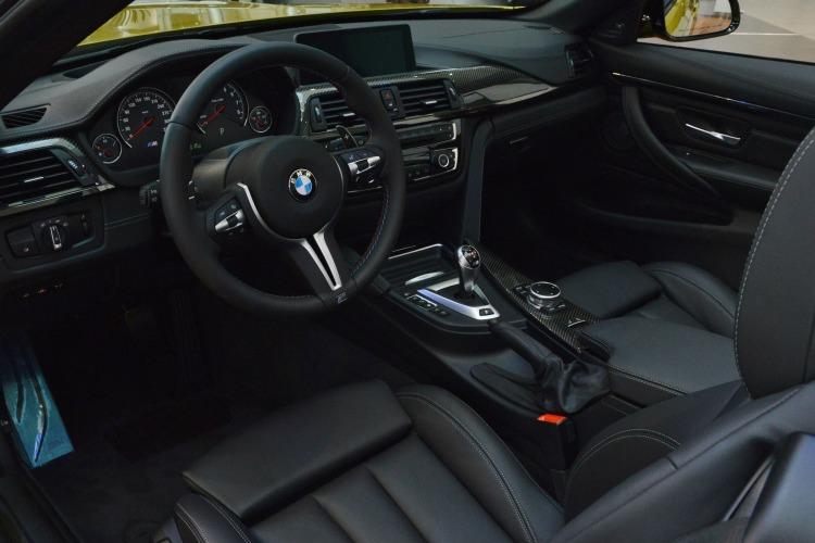 BMW-M4-Cabrio-Austin-Yellow-F83-Live-Fotos-Abu-Dhabi-10