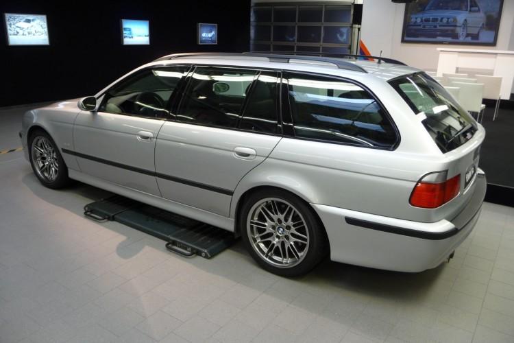 BMW M5 E39 Touring 01 750x500