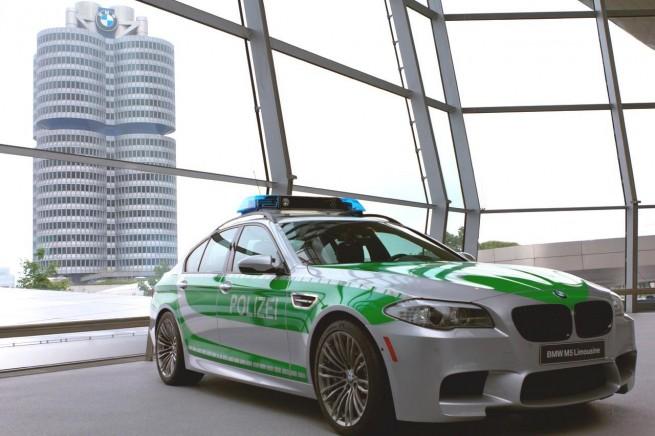 BMW M5 F10 Polizei 2012 Bayern Autobahn 655x436