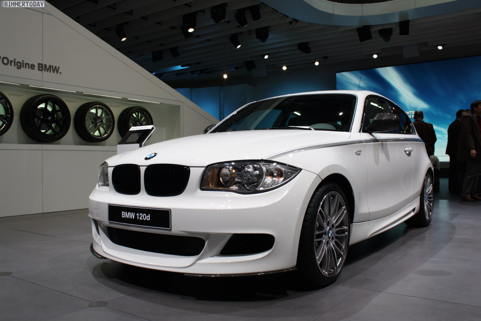 2011 geneva bmw 120d hatchback with bmw performance parts. Black Bedroom Furniture Sets. Home Design Ideas
