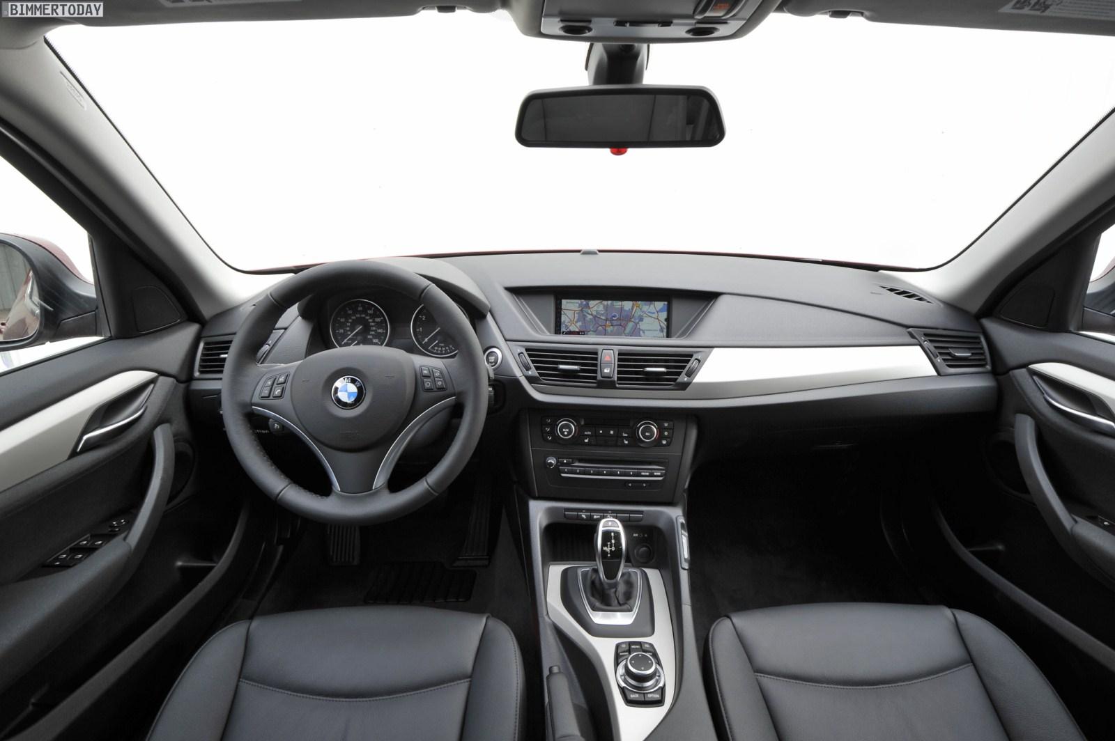 BMW X1 E84 xDrive28i 2011 Interieur Achtgang Automatik 01