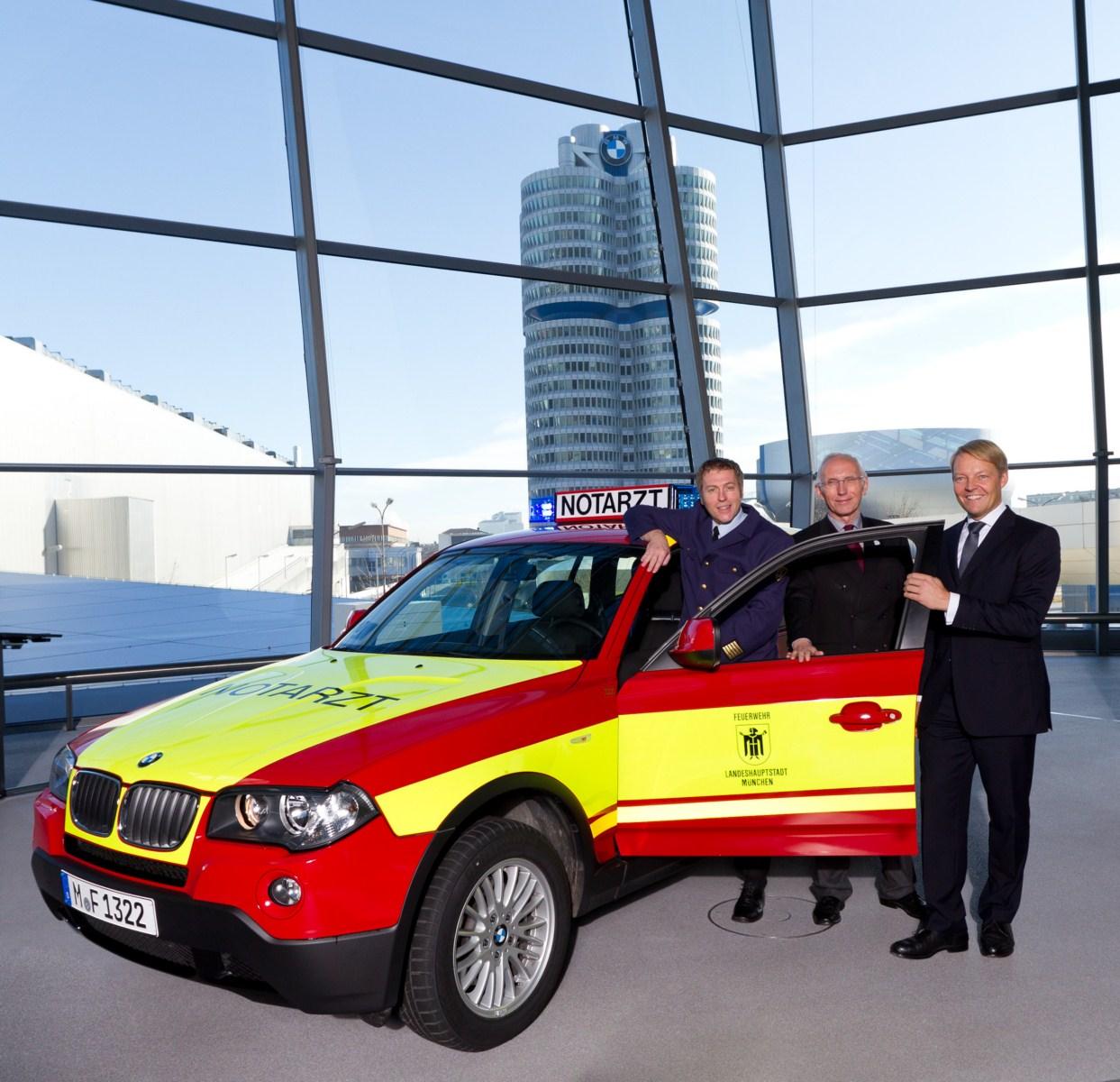 BMW X3 E83 Notarzt Muenchen 01