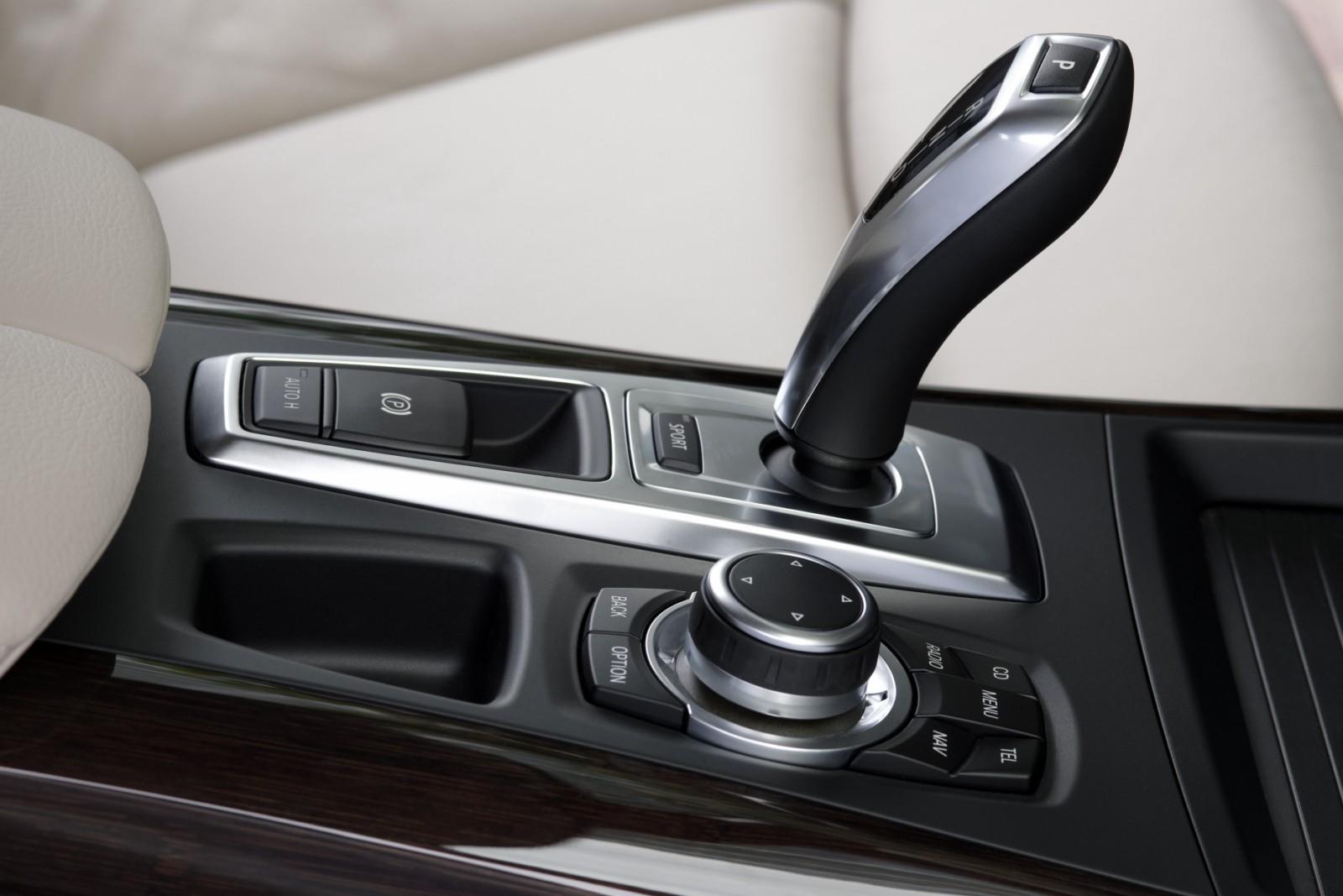 premiere 2011 bmw x5 facelift lci rh bmwblog com BMW 2002 4 Speed Manual Transmission 02 Neon Manual Transmission Fill