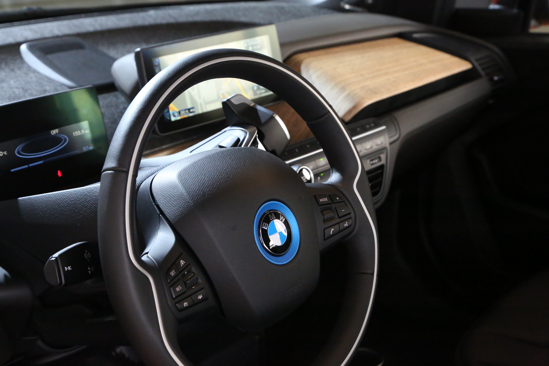 bmw i3 first drive review showcases interior 2 0. Black Bedroom Furniture Sets. Home Design Ideas