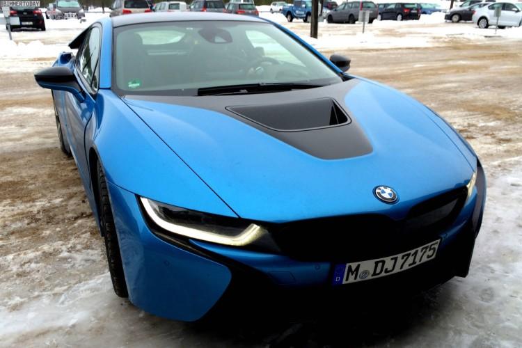 BMW i8 Protonic Blue blau Plug in Hybrid Sportwagen 01 750x500