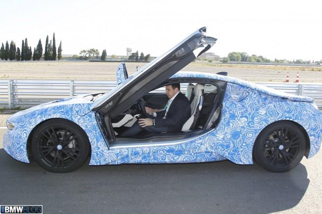 BMW-i8-doors01