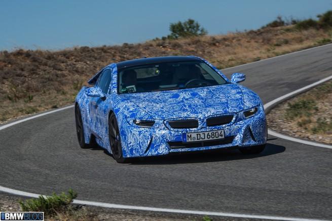 BMW-i8-drive-05