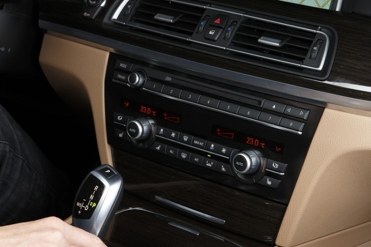 BMW iDrive Touch Controller 02 750x500