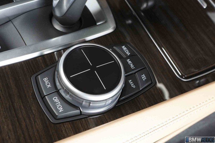BMW iDrive Touch Controller 102 750x500