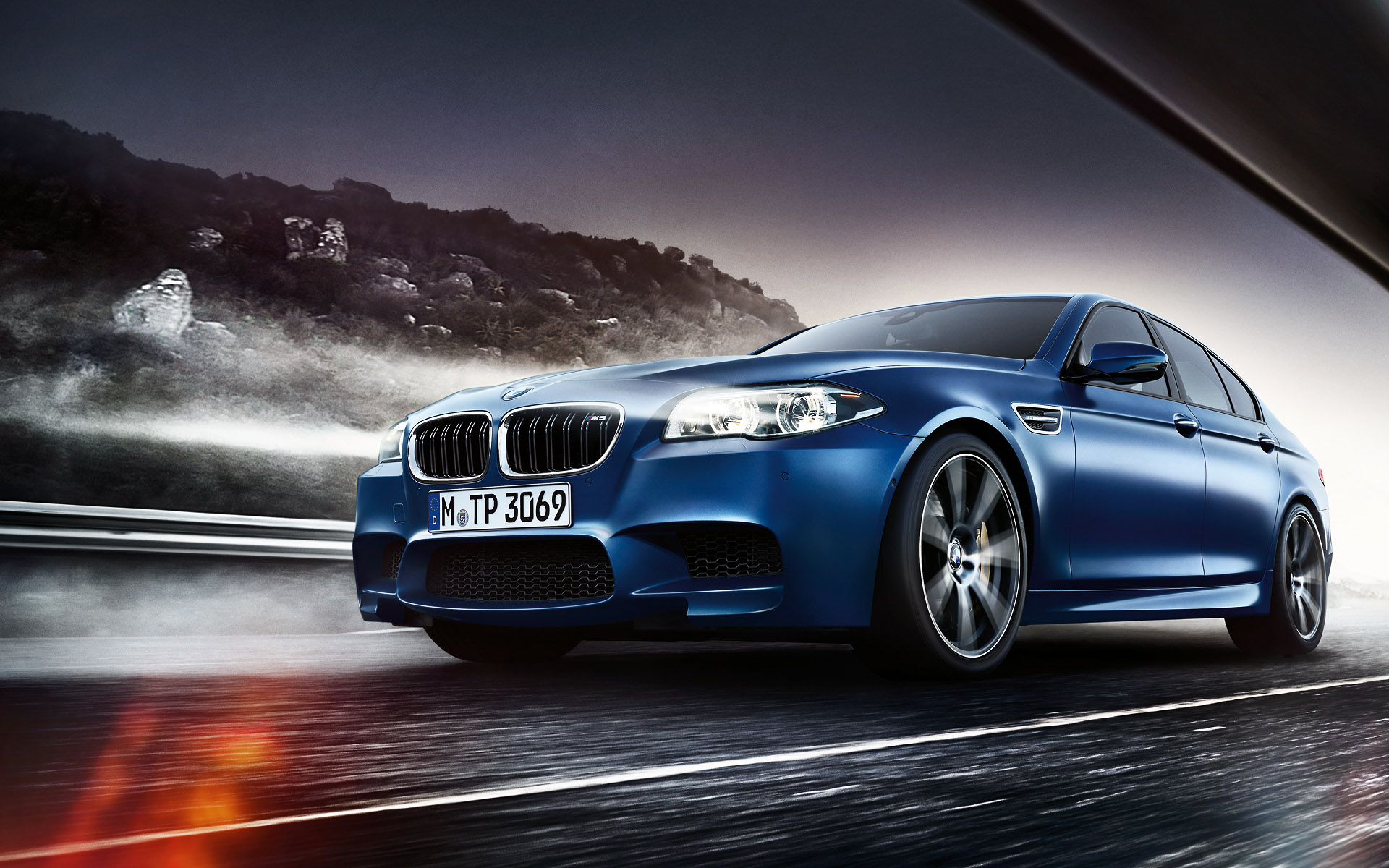 BMW M5 Sedan Wallpaper 1920x1200 01
