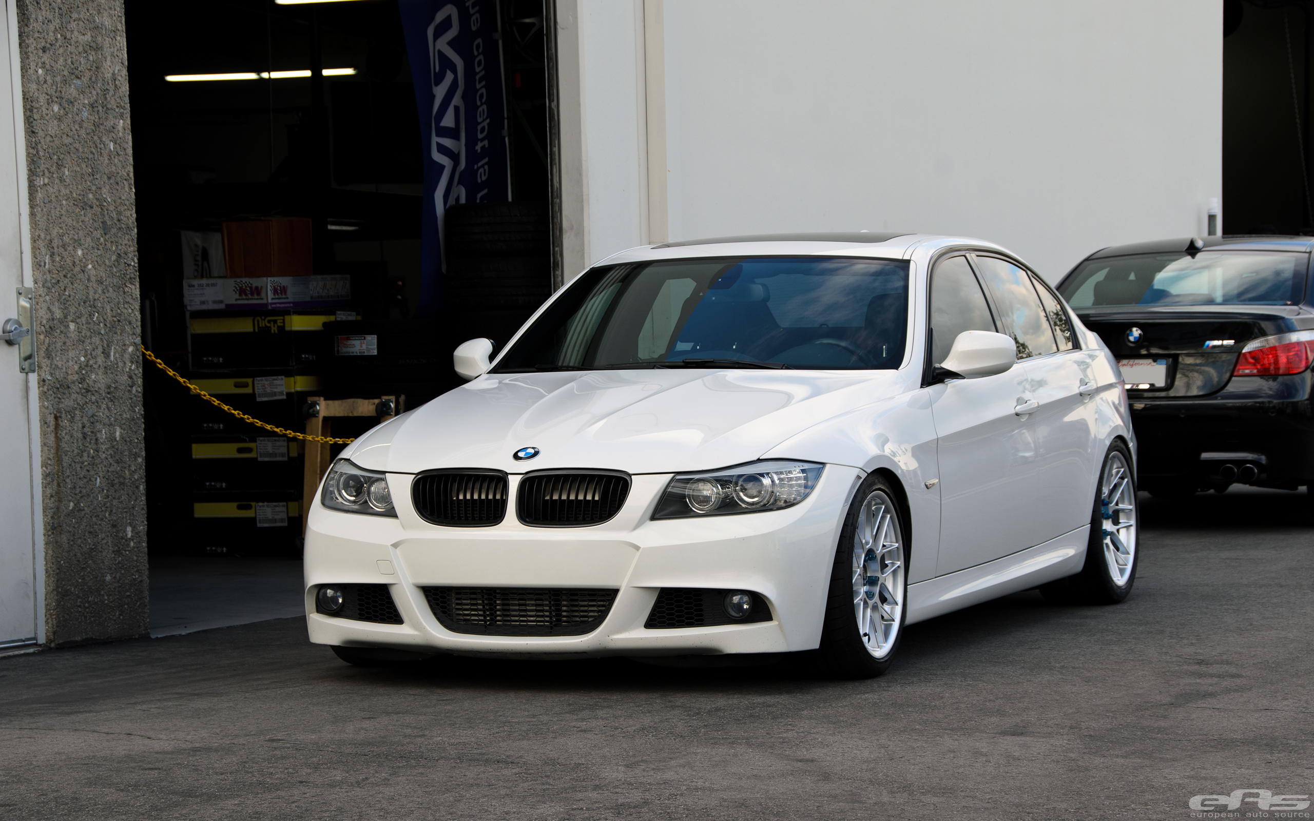 clean alpine white bmw e90 335i build by european auto source. Black Bedroom Furniture Sets. Home Design Ideas