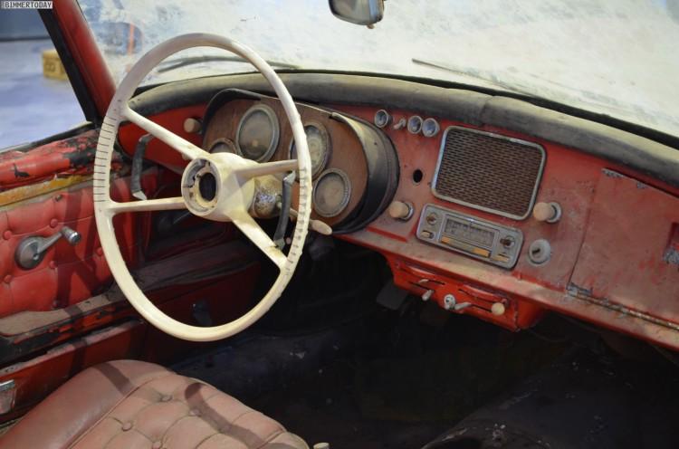 Elvis Presley BMW 507 unrestauriert BMW Museum Innenraum Details 10 750x496