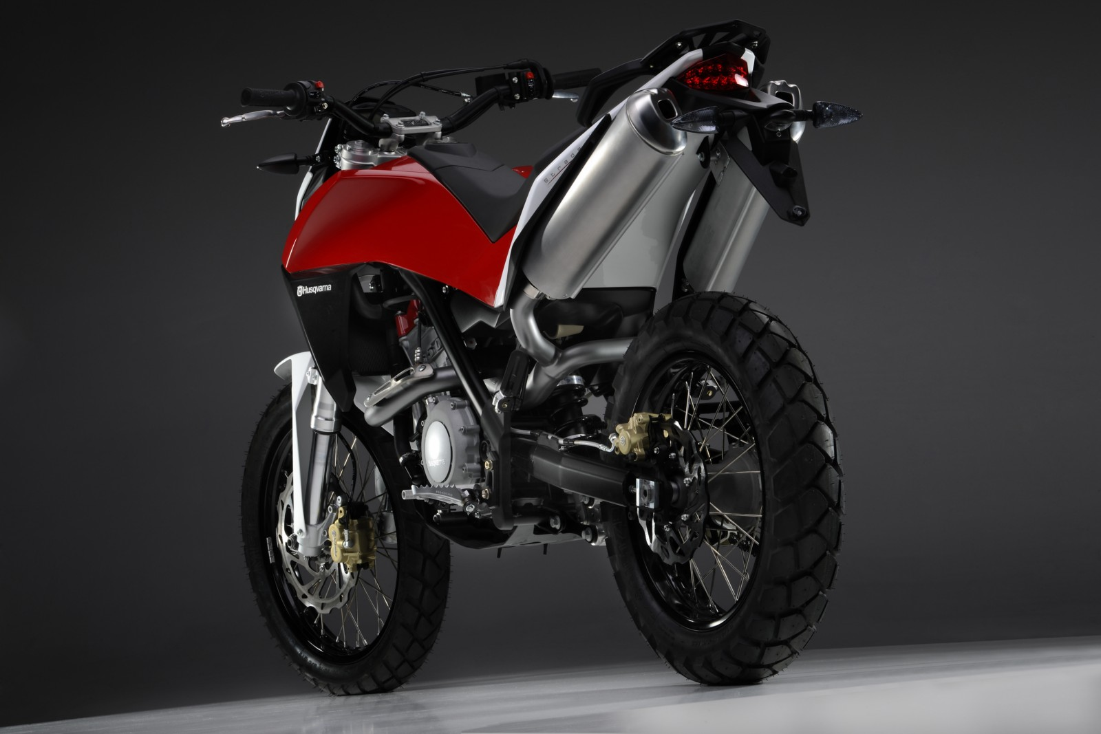 Husqvarna Concept Strada 01