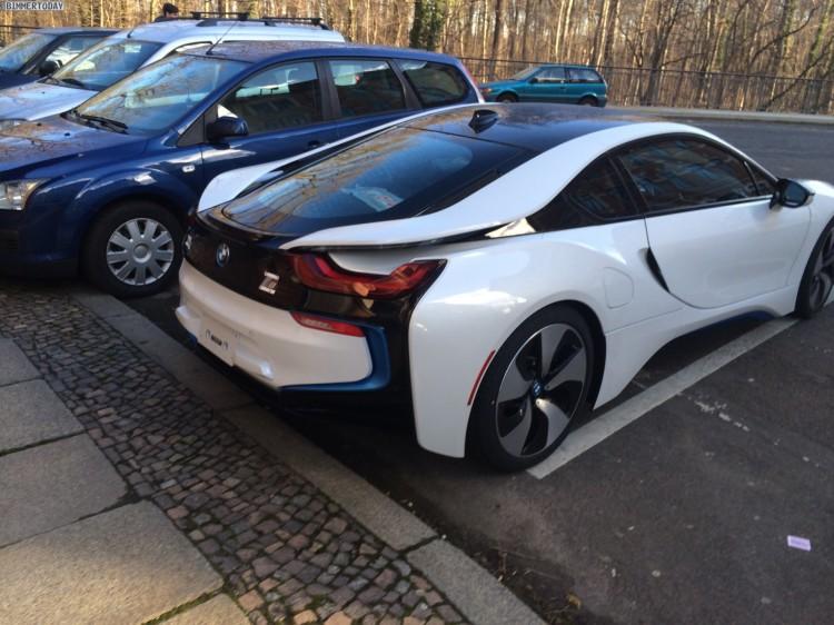 Live-Fotos-BMW-i8-Crystal-White-Akzente-i-blau-ungetarnt-Leipzig-06