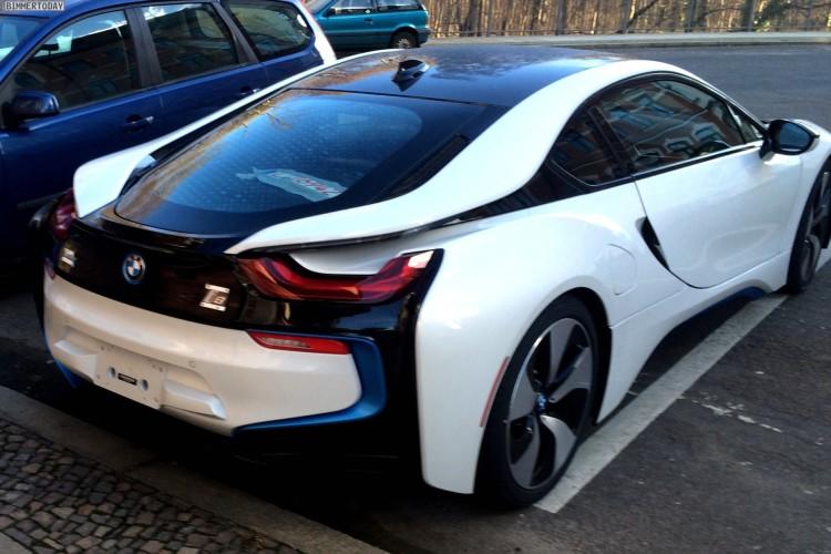 Live-Fotos-BMW-i8-Crystal-White-Akzente-i-blau-ungetarnt-Leipzig-07