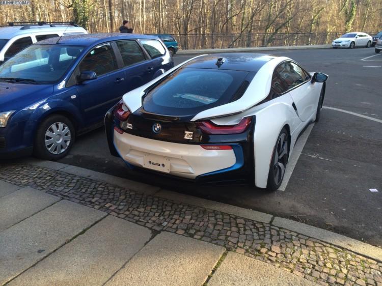 Live-Fotos-BMW-i8-Crystal-White-Akzente-i-blau-ungetarnt-Leipzig-11
