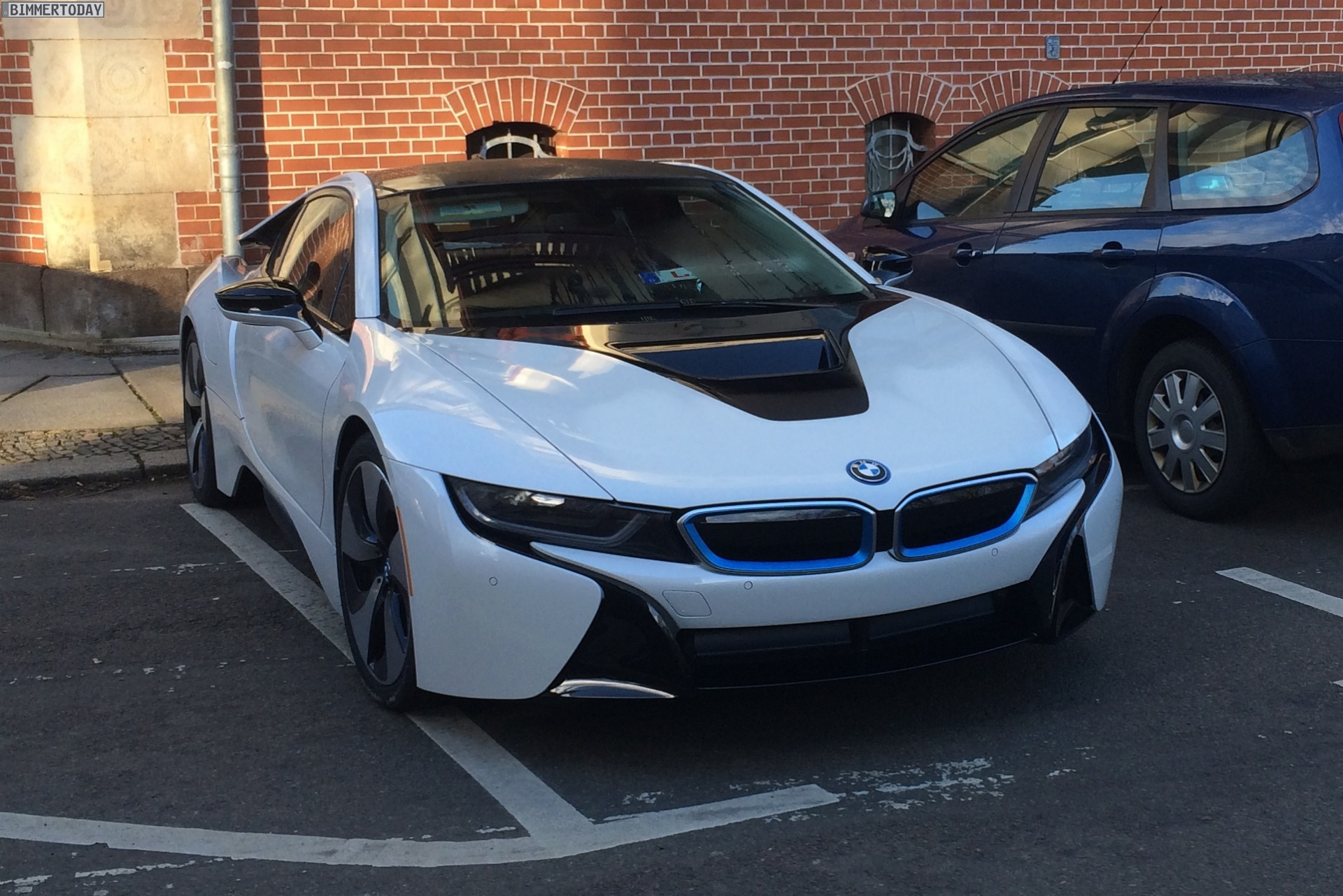 BMW I8 In Crystal White