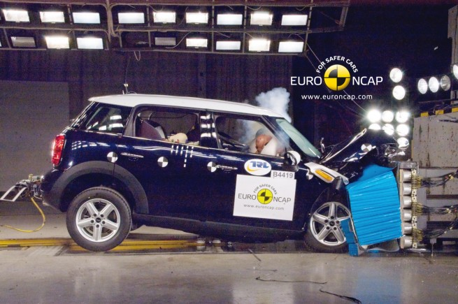 MINI Countryman R60 Euro NCAP Crashtest 02 655x435