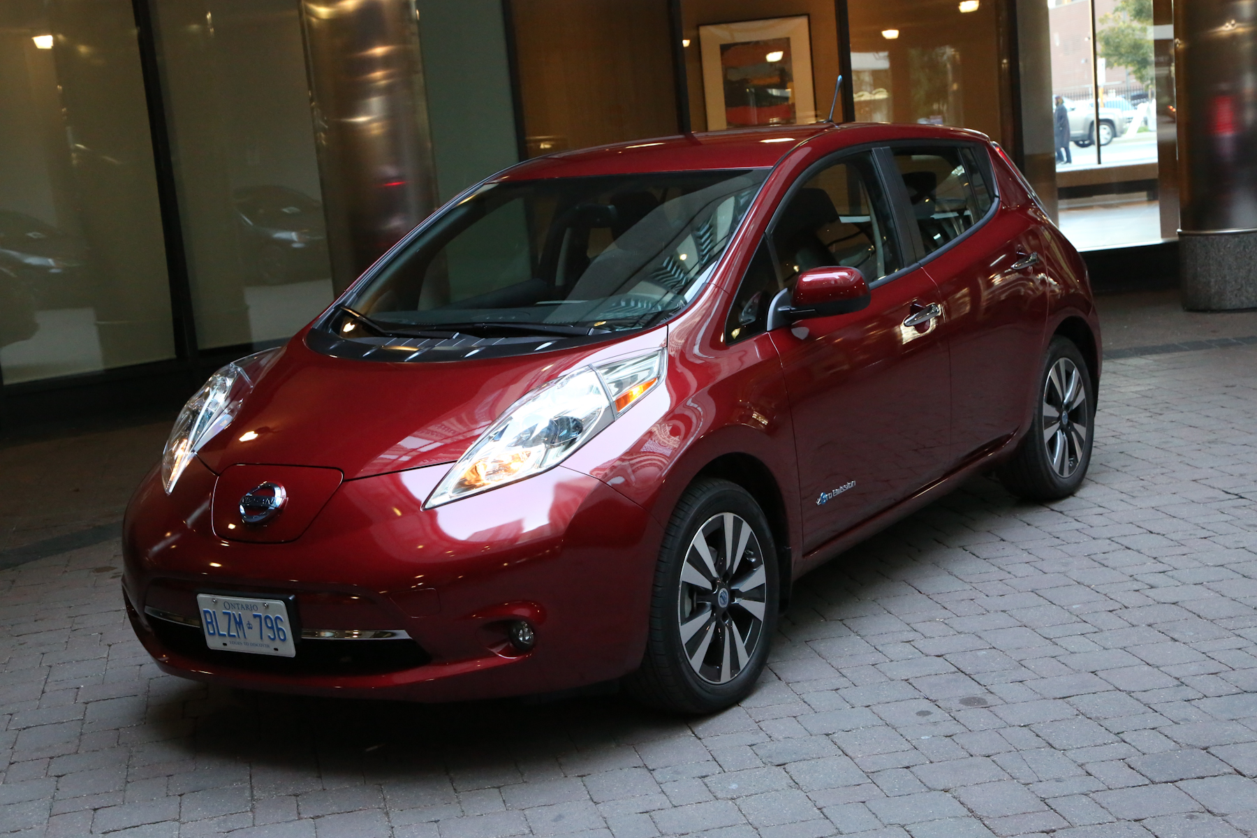2016 nissan leaf: nissan can't keep up bmw i3 and others