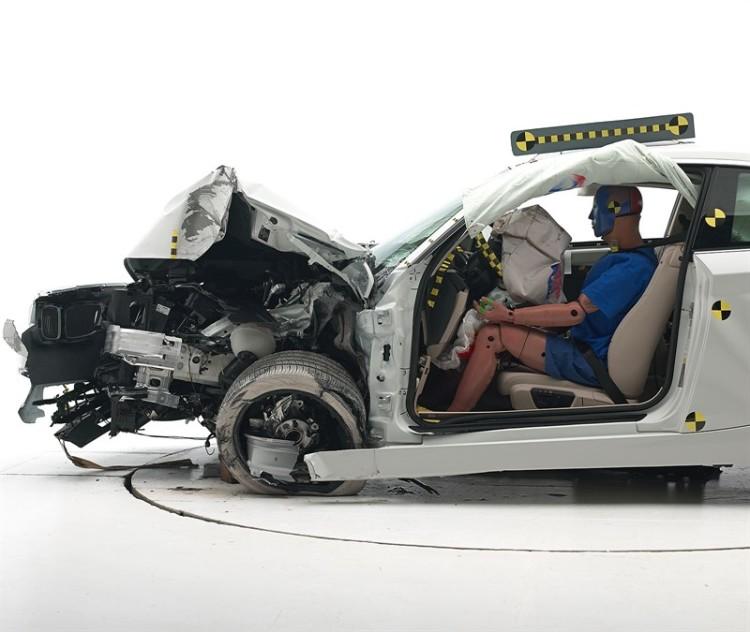 bmw-2-series-coupe-front-crash