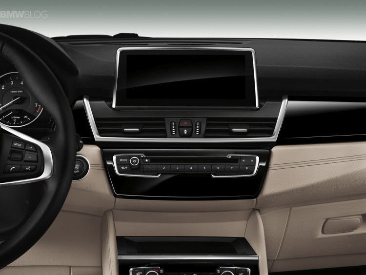 bmw-2-series-gran-tourer-interior-images-06