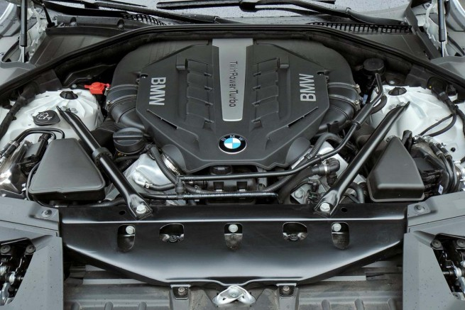 bmw-750i-engine