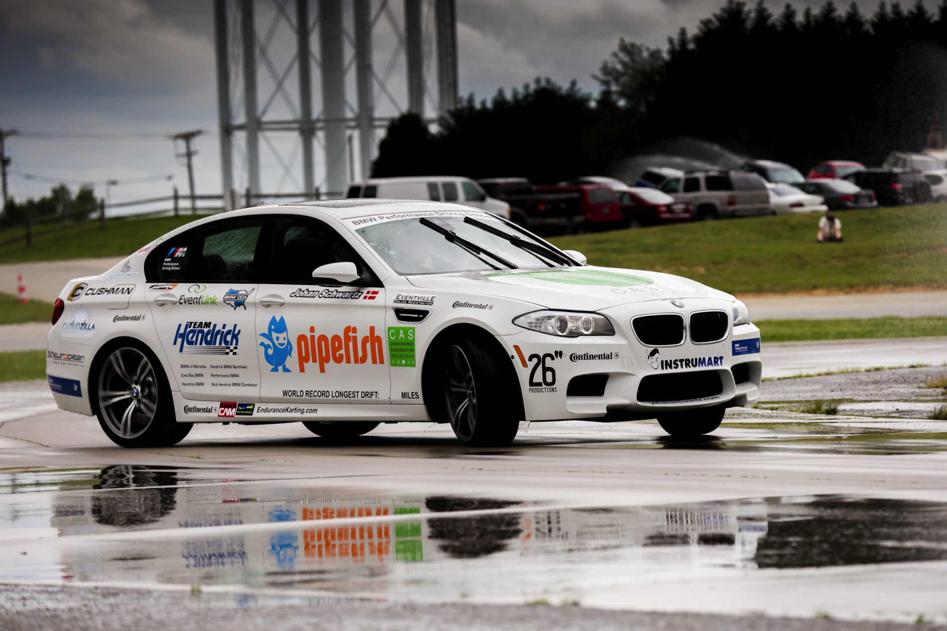 Bmw Driving School >> Bmw Performance Driving School Sets Guinness World Drift Record With