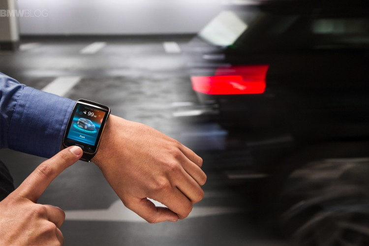 bmw-fully-automated-parking-smartwatch-01