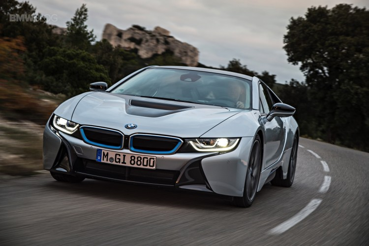 bmw-i8-laser-lights-images-10