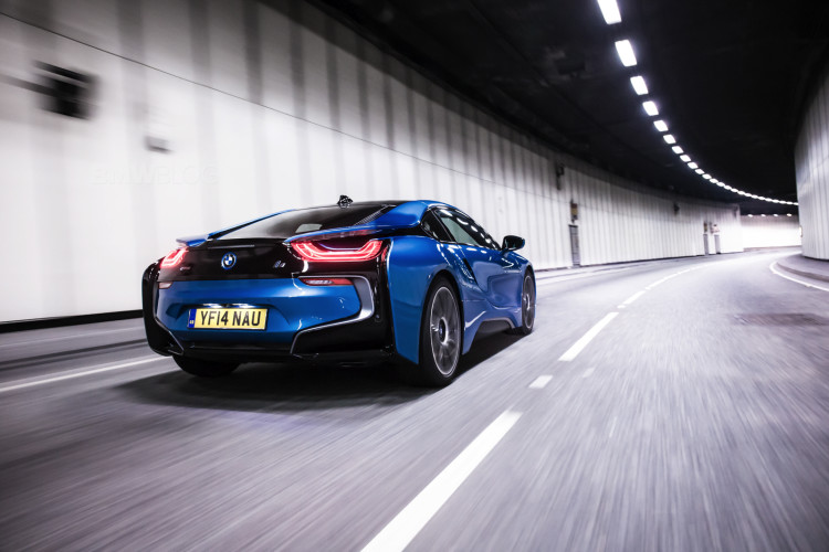 bmw i8 protonic blue 19 750x500