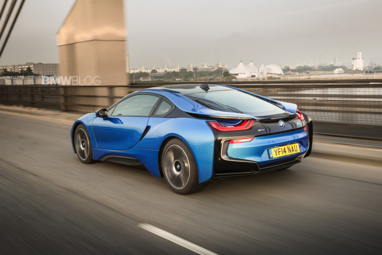 bmw i8 protonic blue 63 750x500