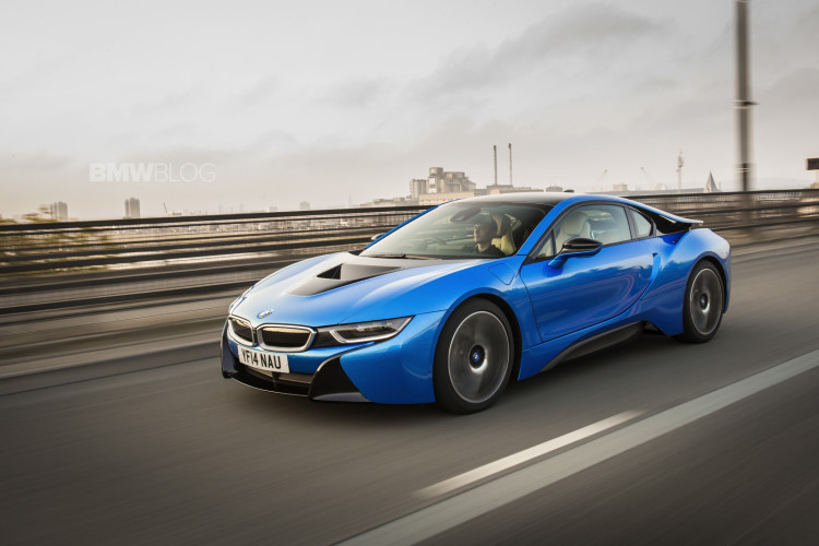 bmw i8 protonic blue 67 750x500