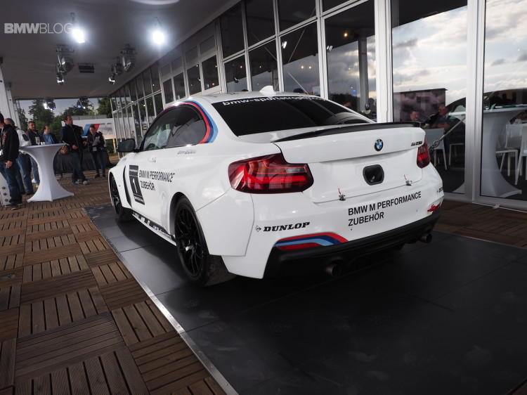 bmw m235i racing photo 8 750x562